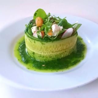 Salade de pecorino et ses petits croûtons aillés