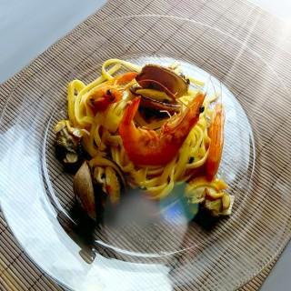 Palourdes, crevettes et poireaux