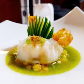 Ha-Kao aux crevettes, tempura de crevette, bouillon de volaille à la crème de maïs et chlorophylle de brèdes