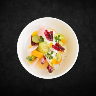 Betterave confite, kiwi, burrata, mostarda