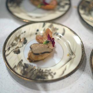 Langoustine surmontée d'une tranche de truffe