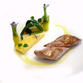 Mignon de cochon rôti laqué au miel et barrette de polenta snackée