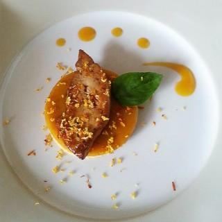 Foie gras poêlé et gelée de mangue épicée