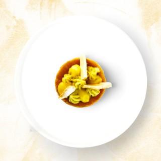 Sablé breton, crémeux citron, crème au basilic et meringue