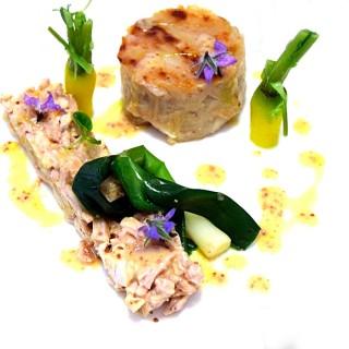 Royal de cuisse de lapin au vin blanc, tarte tatin d'échalote