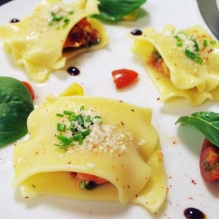 Raviole de tartare de saumon à l'italienne