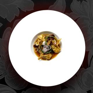 Ravioles de confit de canard dans son bouillon shitakee